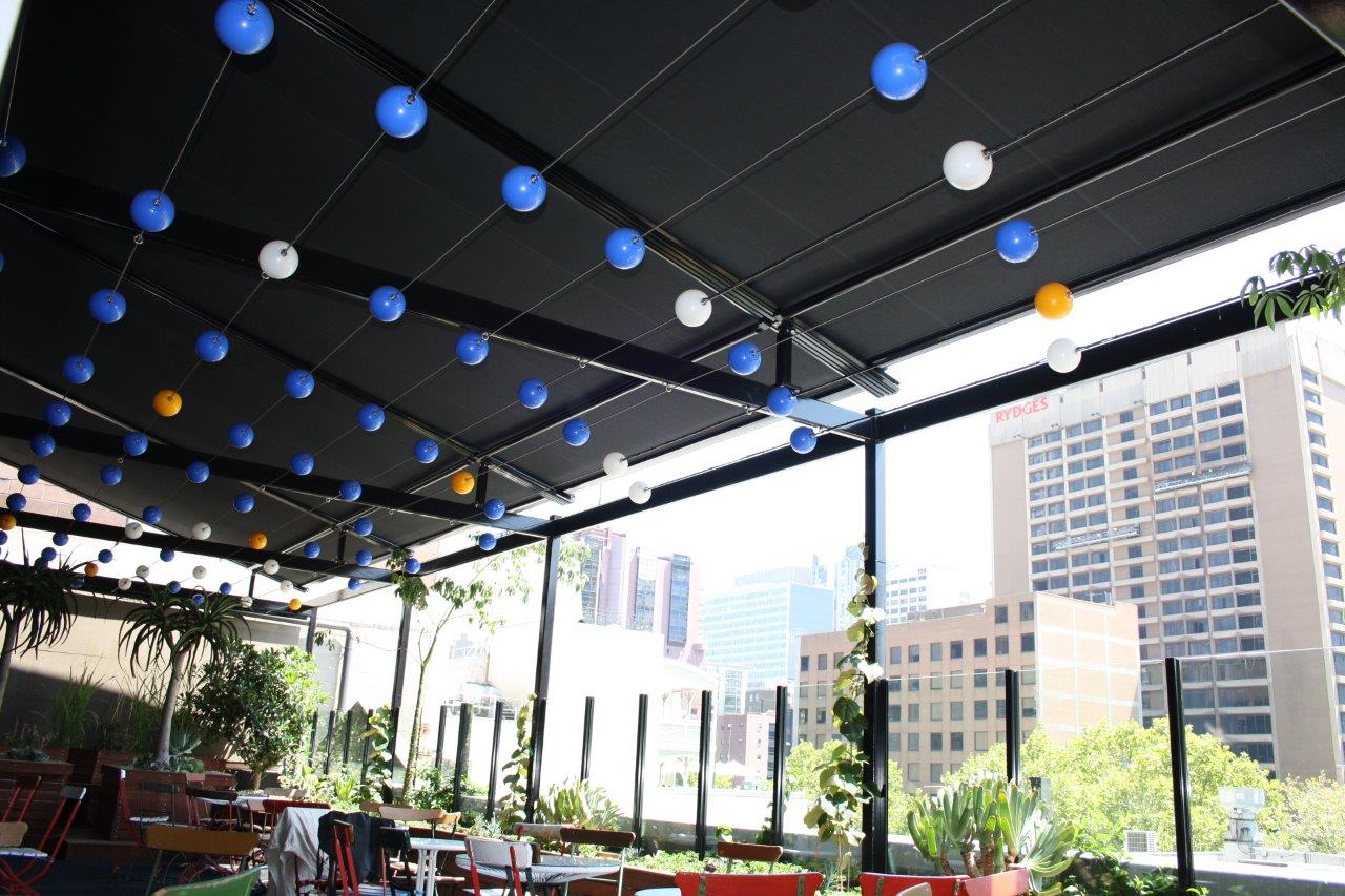 melbourne-roof-top-bar-retractable-awnings